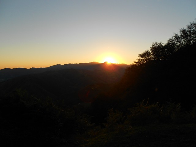 Chemin de Compostelle - Montée des Pyrénées à l'aube